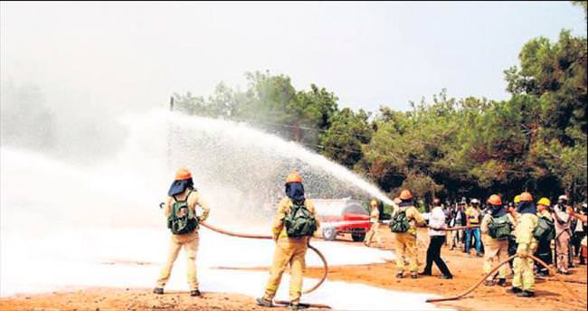 Afrikalı ormancılar yangın tatbikatında