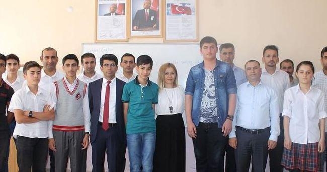 Teröristlerin yaktığı okullardan TEOG birincileri çıktı