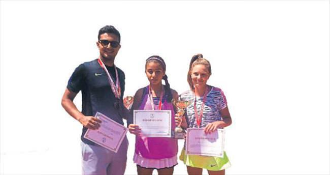 Gündoğdulu tenisçiler Türkiye 3'üncüsü