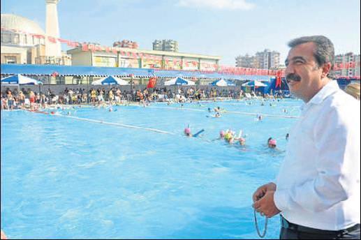 Çukurova'da yüzme şenliği
