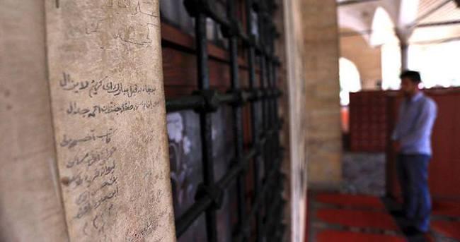 Asırlık duvar yazıları geçmişin izlerini geleceğe taşıyor