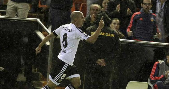 West Ham United, Feghouli'yi kadrosuna kattı