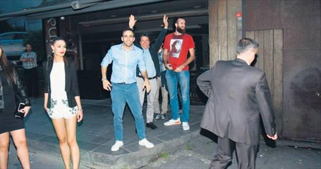 Fenerbahçeli basketçilerden şampiyonluk kutlaması