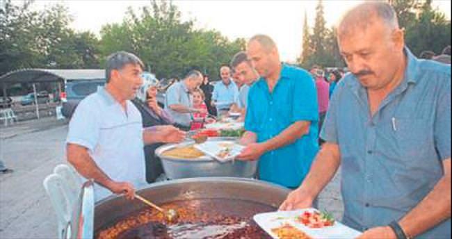 Fethiye AK Parti iftarda vatandaşla bir araya geldi