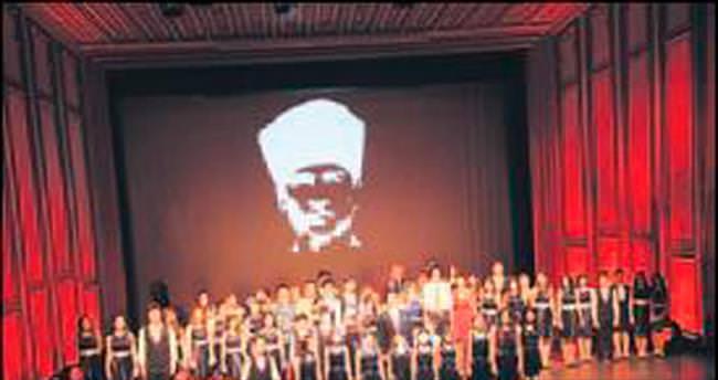 TED'in 85 yıllık tarihi özgün tiyatro eseri ile sahnelendi