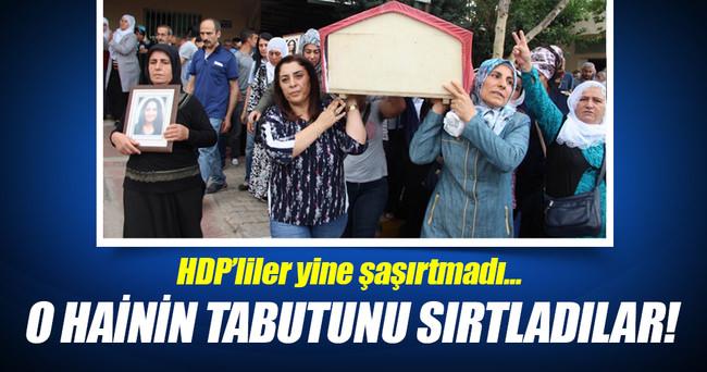 HDP'liler yine şaşırtmadı! O hainin tabutunu sırtladılar
