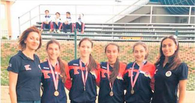 'Rüzgâr' kızlar üçüncü defa şampiyon oldu