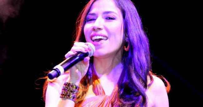 Güzel şarkıcıdan çarpıcı itiraf!