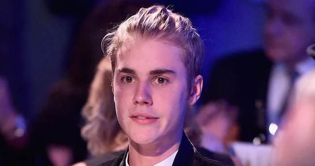 Justin Bieber sahneden böyle düştü!