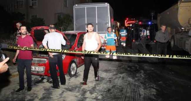 Eyüp'te iki otomobil kundaklandı