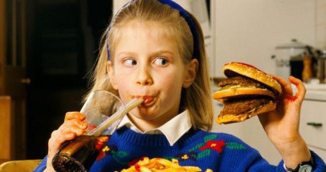 Çocuklar için fast food zararları