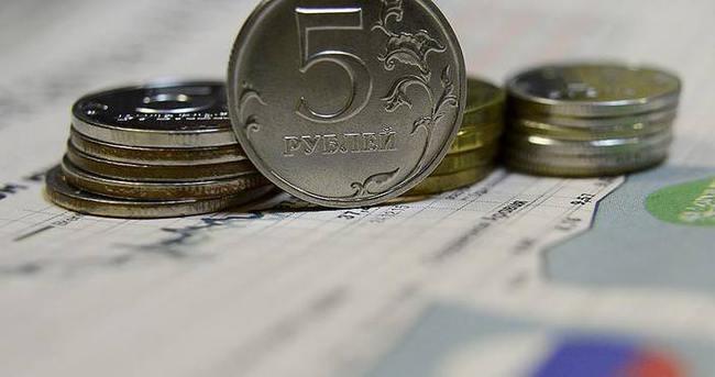 Rusya'da gelirler düşmeye devam ediyor