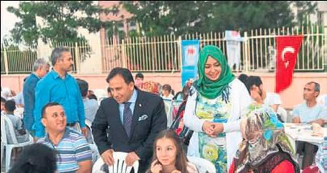 Başkan Uludağ sahurda evlere konuk oluyor