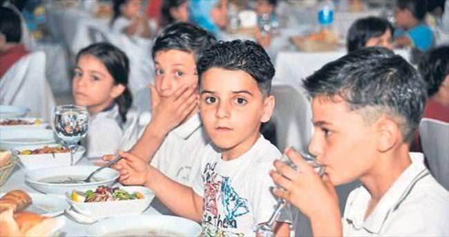 150 Suriyeli yetime iftar