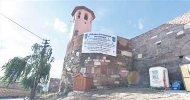 Ankara Kalesi'ne meydan yapılıyor