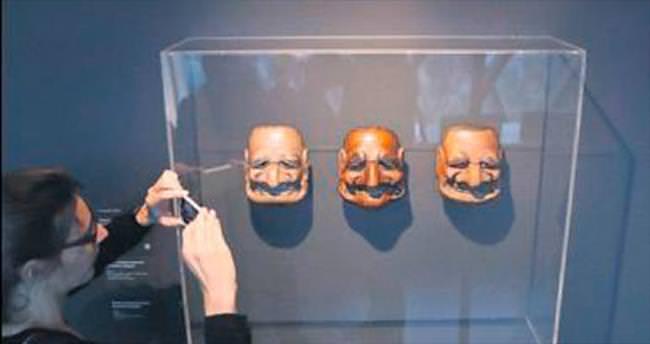 Jacques Chirac'ın kopyaları sergide