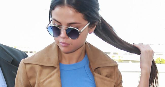 Selena Gomez sahnede düştü