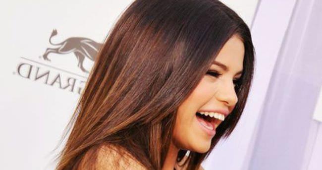 Selena Gomez, ciddi hastalığı olan hayranının hayalini gerçekleştirdi
