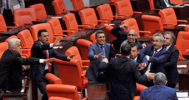 Meclis'te yumruklu kavga! HDP'li vekiller terör estirdi