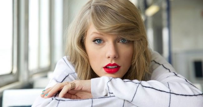 Taylor Swift yeni sevgilisiyle el ele gecelerde
