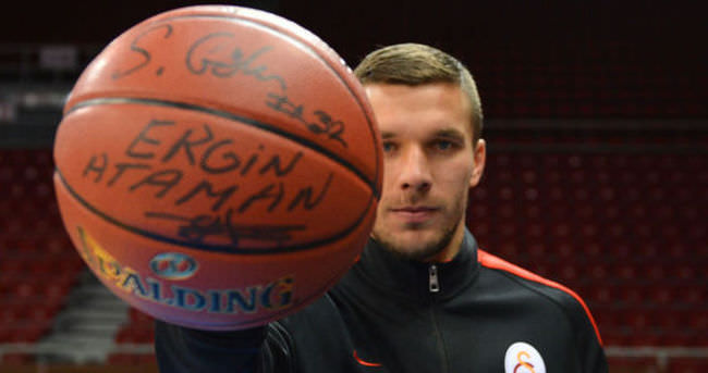 Podolski'nin basketbol aşkı dinmiyor!