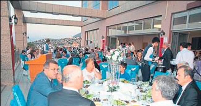 Şehit aileleriyle iftar buluşması