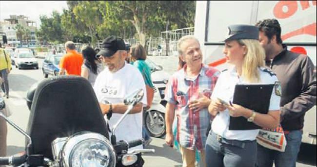Sıcak ve polisler motosikletlilere karşı