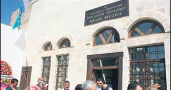 Tatlıses'in müzesi ziyaretçi akınına uğruyor