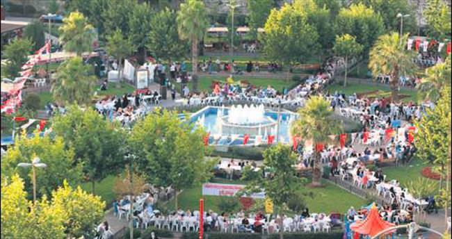 İstanbul'da onbinlerce vatandaş iftar sofralarında buluştu