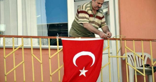 O karedeki bayrağın asılmasını Erdoğan istemiş