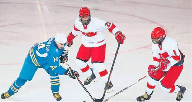 Ankara Spor Salonu'nda ilk buz hokeyi turnuvası