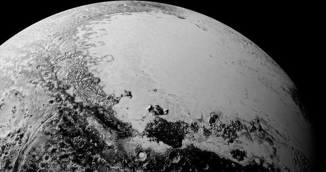 Plüton'da hareket eden buzullar keşfedildi