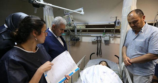 Başbakan Yıldırım, saldırıda yaralananları hastanede ziyaret etti
