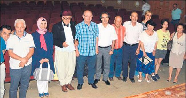 Gazeteci Oğuz Topaçoğlu sahnede fark yarattı