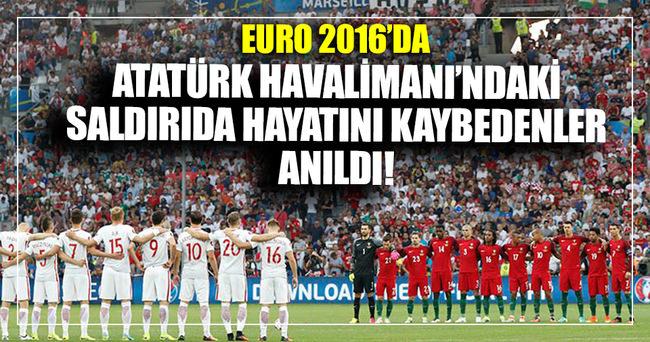 EURO 2016 maçında Atatürk Havalimanı saldırısı anıldı
