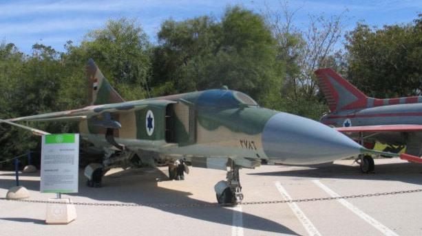 Suriye'de savaş uçağı düştü.Pilot esir alındı