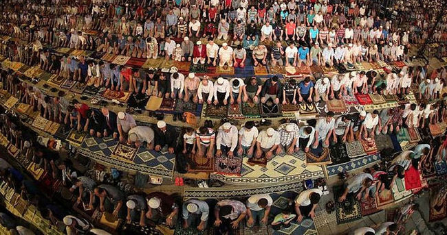 Kadir Gecesinde vatandaşlar camilere akın etti