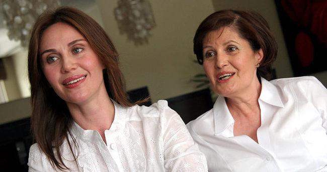Demet Kutluay annesinin doğum gününü kutladı