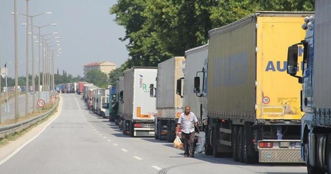 Avrupa'ya açılan sınır kapılarında tır kuyruğu