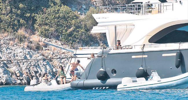 Uçar ile Çapa'nın romantik tekne tatili