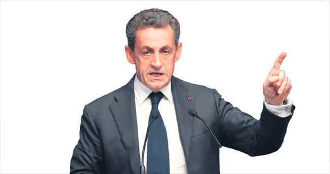 Sarkozy adaylığa göz kırptı