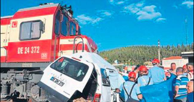 Denizli'de feci kaza: 2'si çocuk 4 ölü