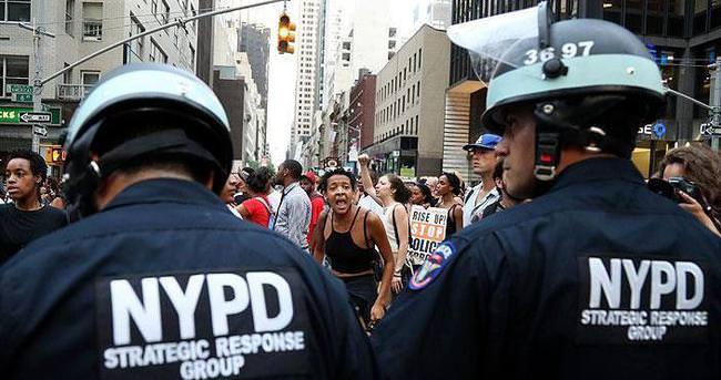 New York sokakları karıştı