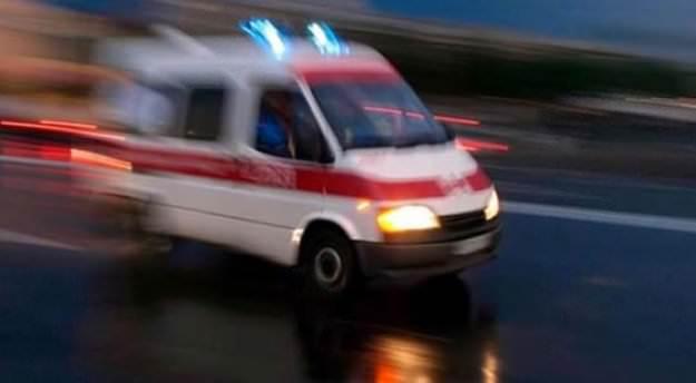Tur minibüsü otomobille çarpıştı: 1 ölü, 8 yaralı