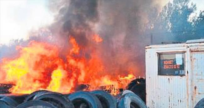 Lastikçide çıkan yangın korkuttu