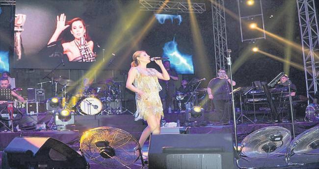 Arar'dan Hande Yener'e övgü