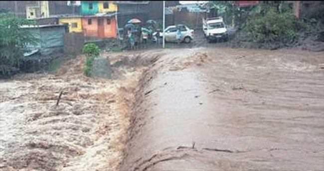 Hindistan'da muson 17 can aldı