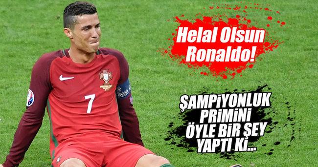 Ronaldo primini kanserli çocuklara bağışladı