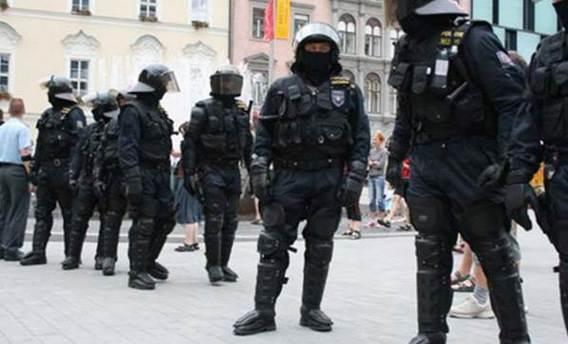 Müslüman sığınmacılara karşı milis güç kuruldu