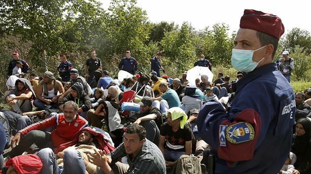 Macar güvenlik güçlerinin sığınmacılara şiddet uyguladığı iddiası